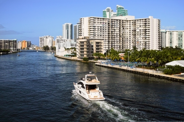 Powerboat / Yacht on Intracoastal Waterway