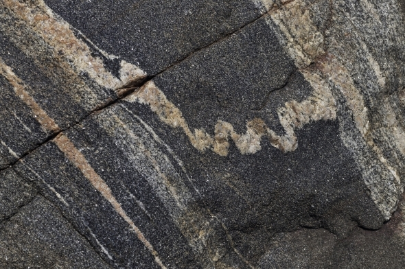 Rock veins with straight and curved lines