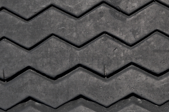 Tire thread / pattern