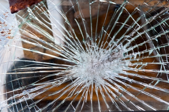 Shattered glass / windshield
